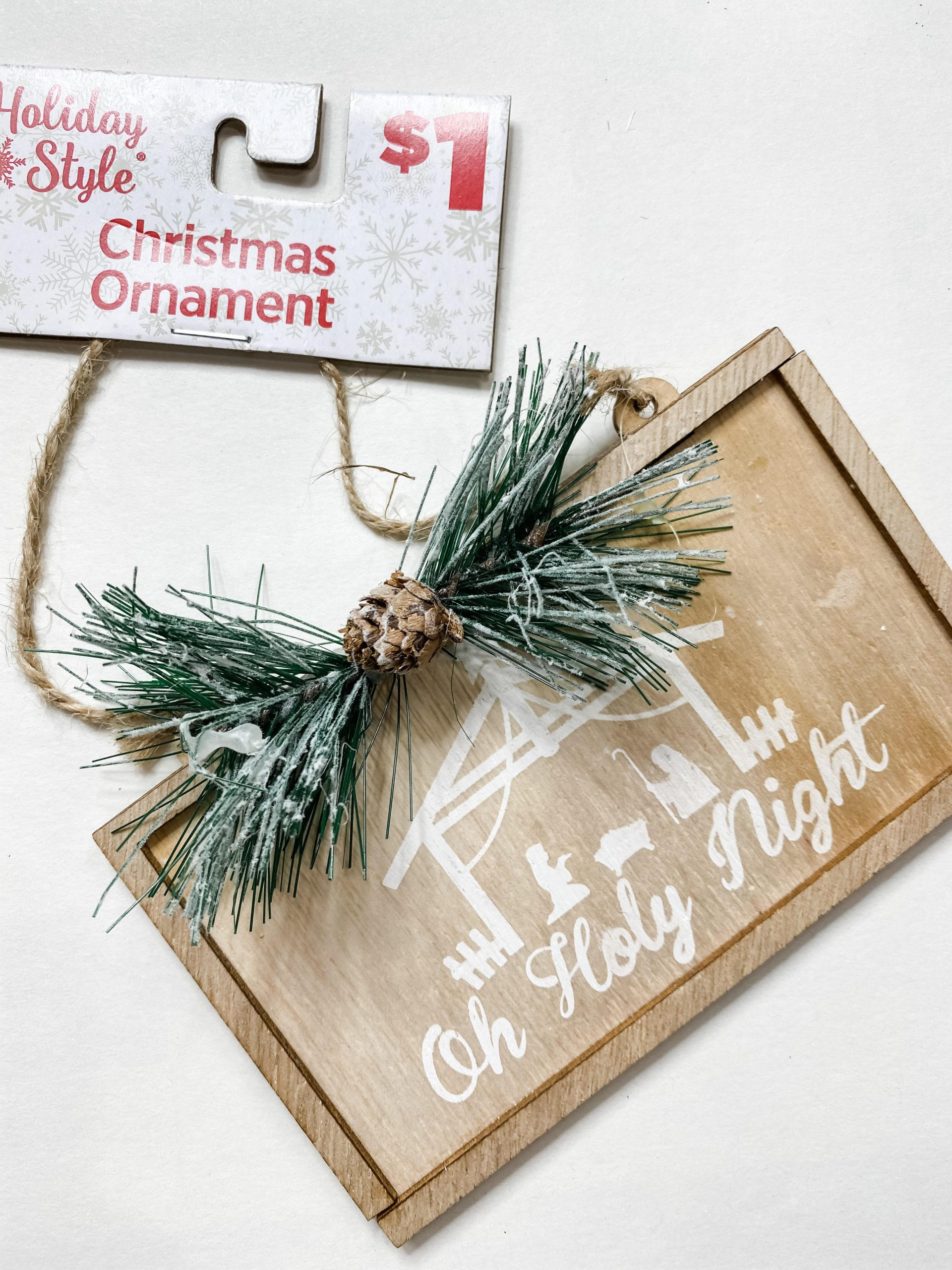 How to use an Embroidery Hoop for a Christmas Decor DIY