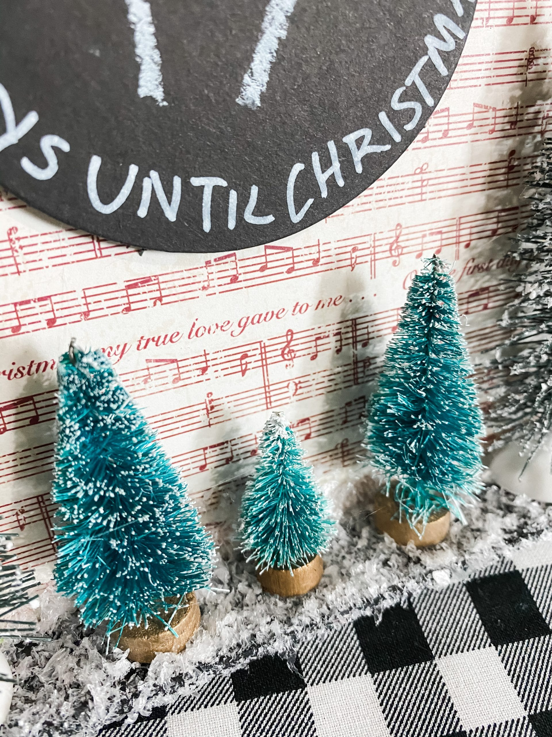 Dollar Tree Chalkboard DIY Countdown to Christmas Sign